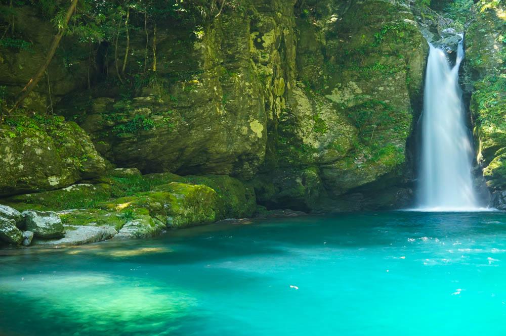 【絶景注意!】日本とは思えない絶景の滝壺「にこ渕」に行って ...