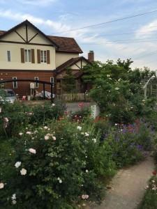 薔薇に囲まれた優雅な庭園カフェ、イングリッシュガーデンに行ってきた