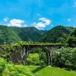 【絶景注意】酷道を通ってでも行きたい!田舎風景に溶け込むノスタルジックな石橋『下津井めがね橋』